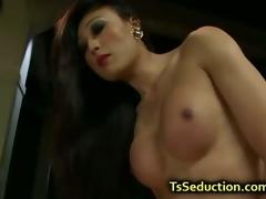 Tranny let blindfolded guy fuck her