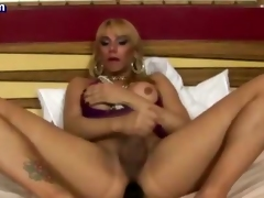 Tranny pleasuring with huge toy